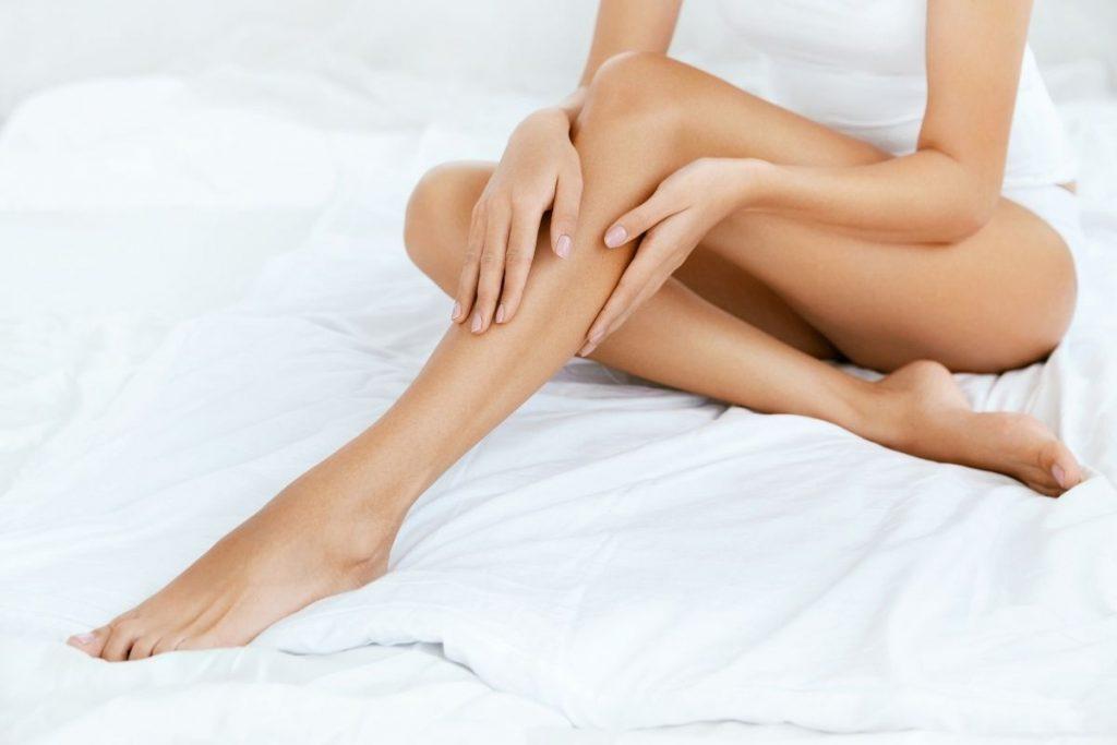 Pacjentka po liposukcji nóg w klinice Genesis